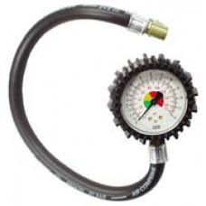 Приспособление для измерения давления воздуха в шинах.